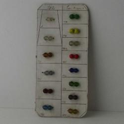 Glas Perlen auf Karton