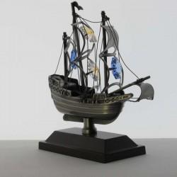 Mayflower Schiff auf Sockel